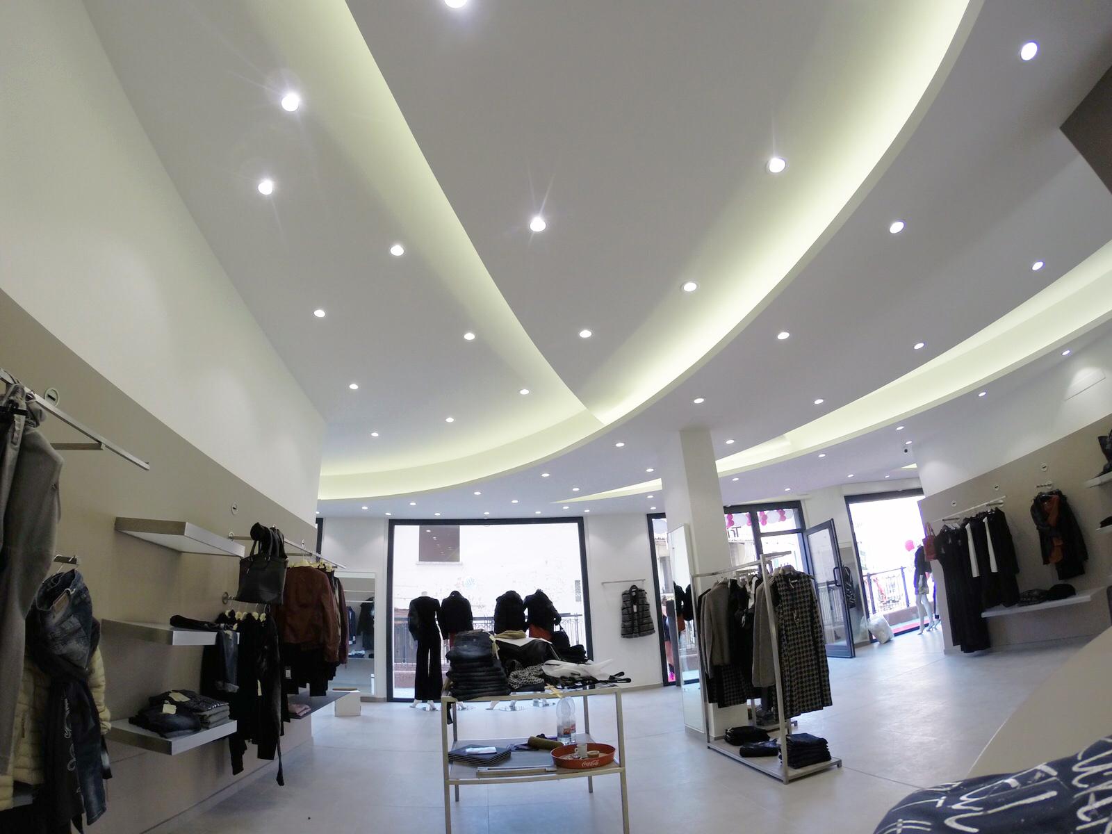 Illuminazione commerciale : nuovo punto vendita abbigliamento a